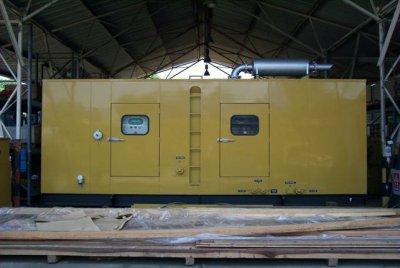 Pekerjaan instalasi Gas Engine yang diinstal di dalam sound attenuated enclosure